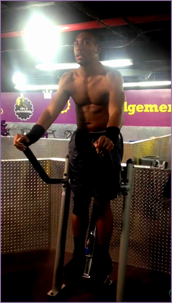 Planet fitness Reggie does V Cruch Ab machine More
