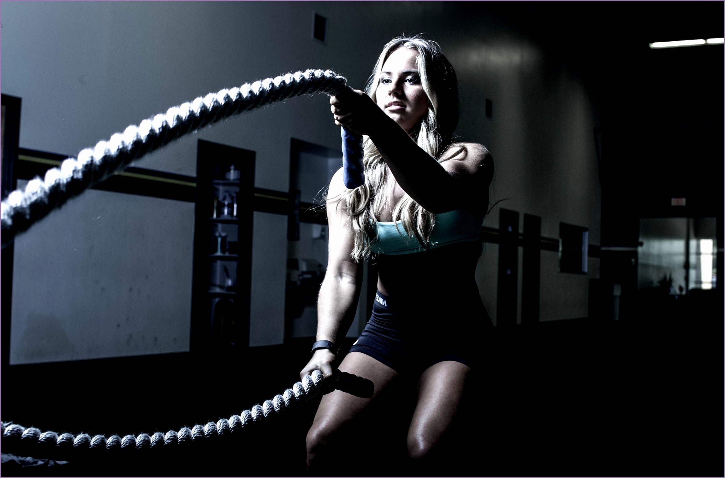fitness model ropes working out